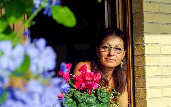mulher-envelhecimento-casa